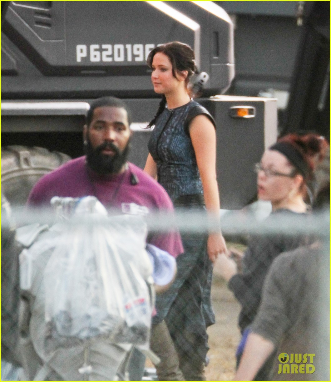 jennifer lawrence catching fire set 04