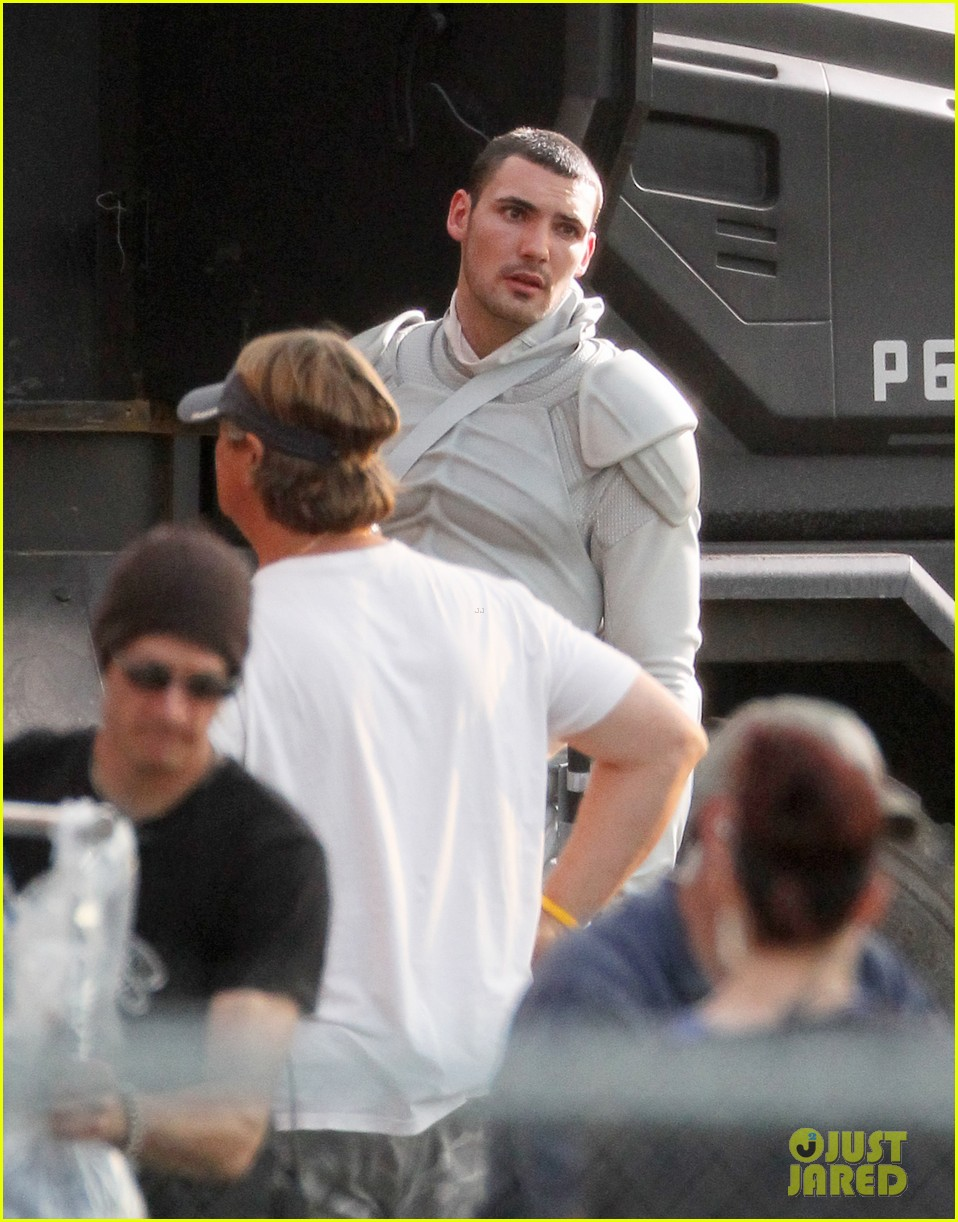 jennifer lawrence catching fire set 092737074