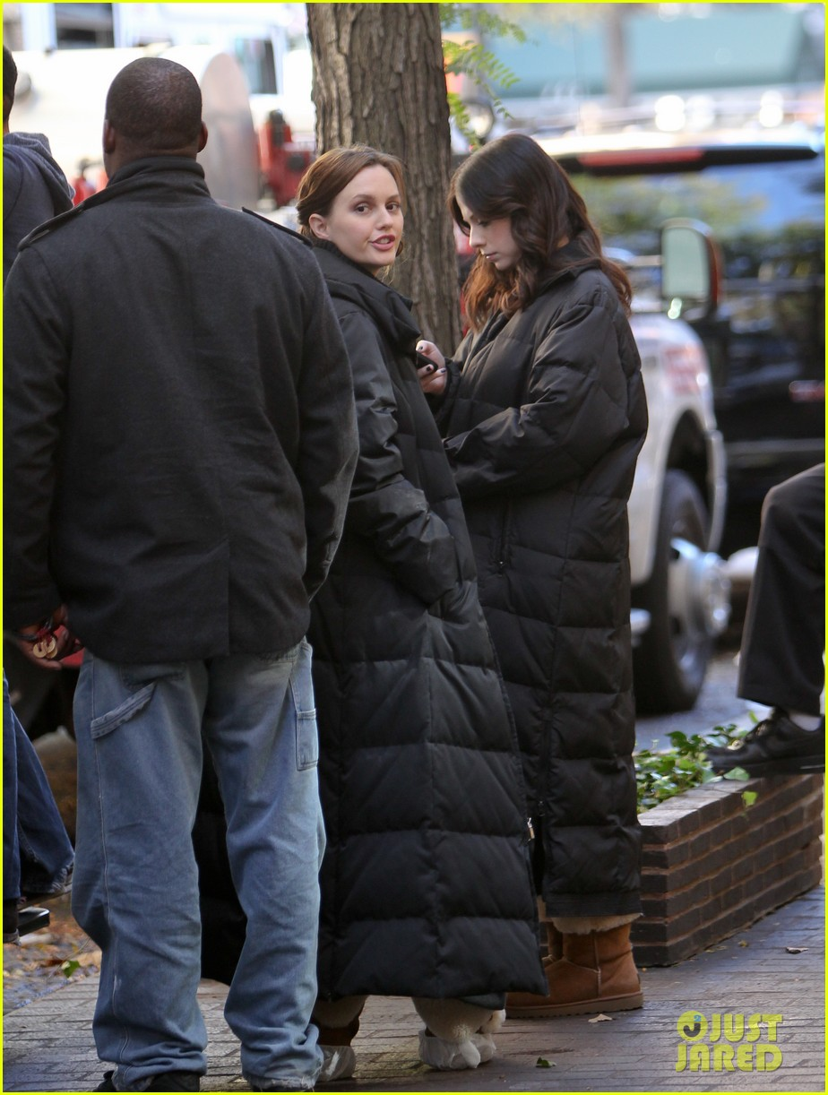 leighton meester ed westwick chilly gossip girl set 032739872