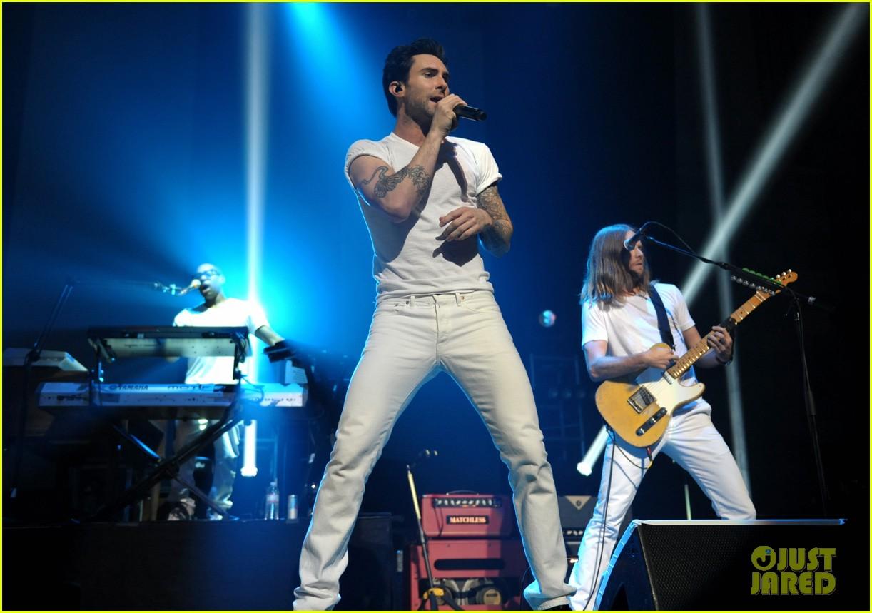 adam levine maroon 5 citi concert 052742762