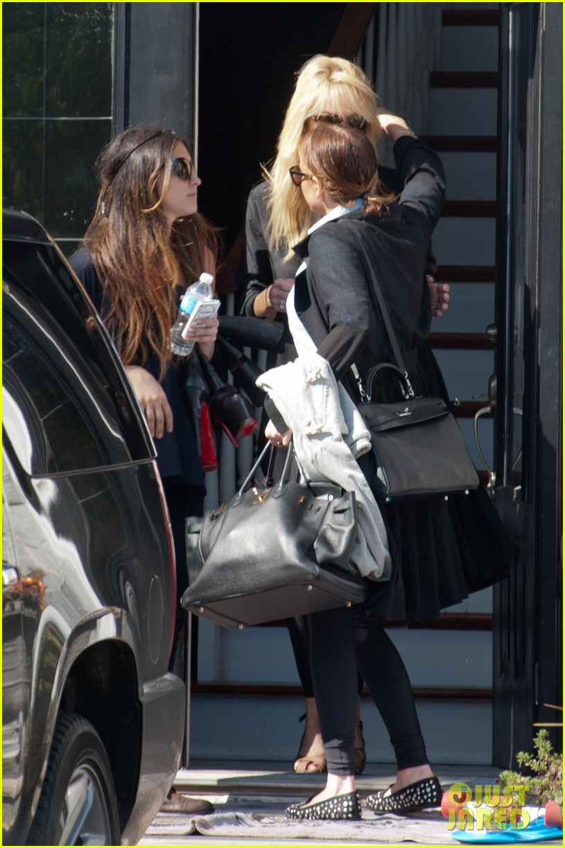lindsay lohan mom dina hug after fight 072736091