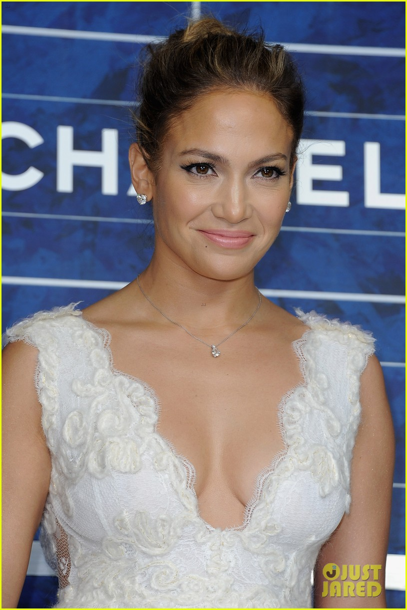jennifer lopez chanel paris fashion week show 02