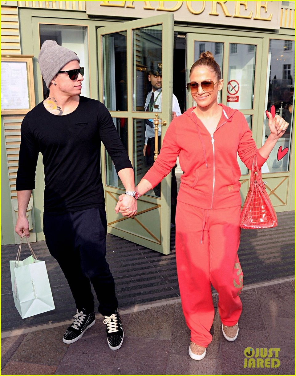 jennifer lopez harrods shopping spree with casper smart 03