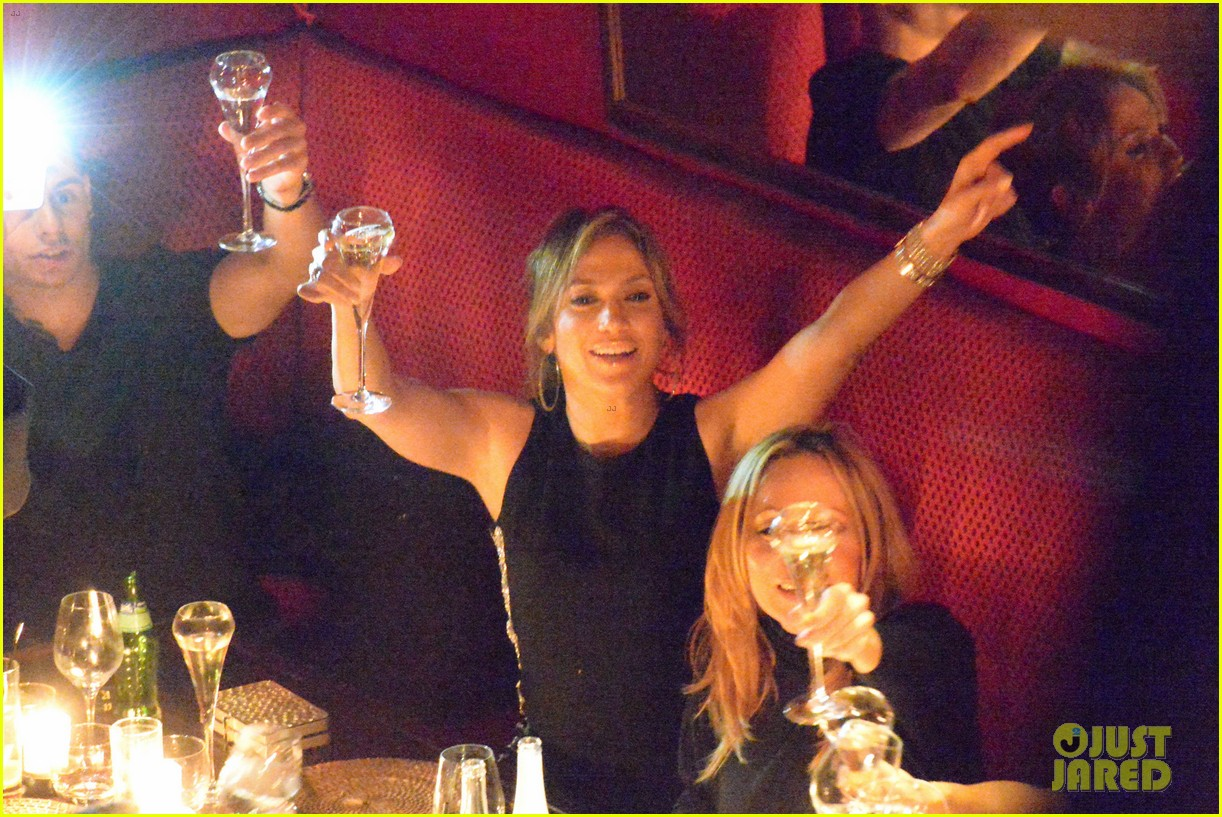 jennifer lopez celebrates sisters birthday in paris 04