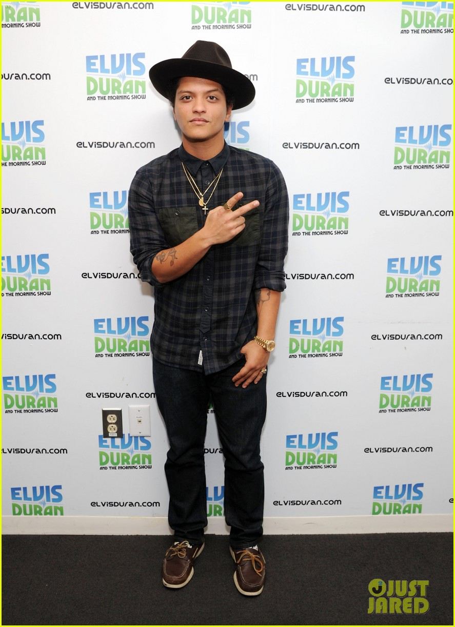 bruno mars locked out of heaven video premiere watch now 012739113