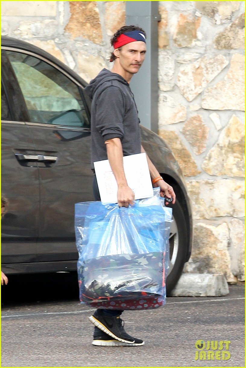 matthew mcconaughey school drop off 07