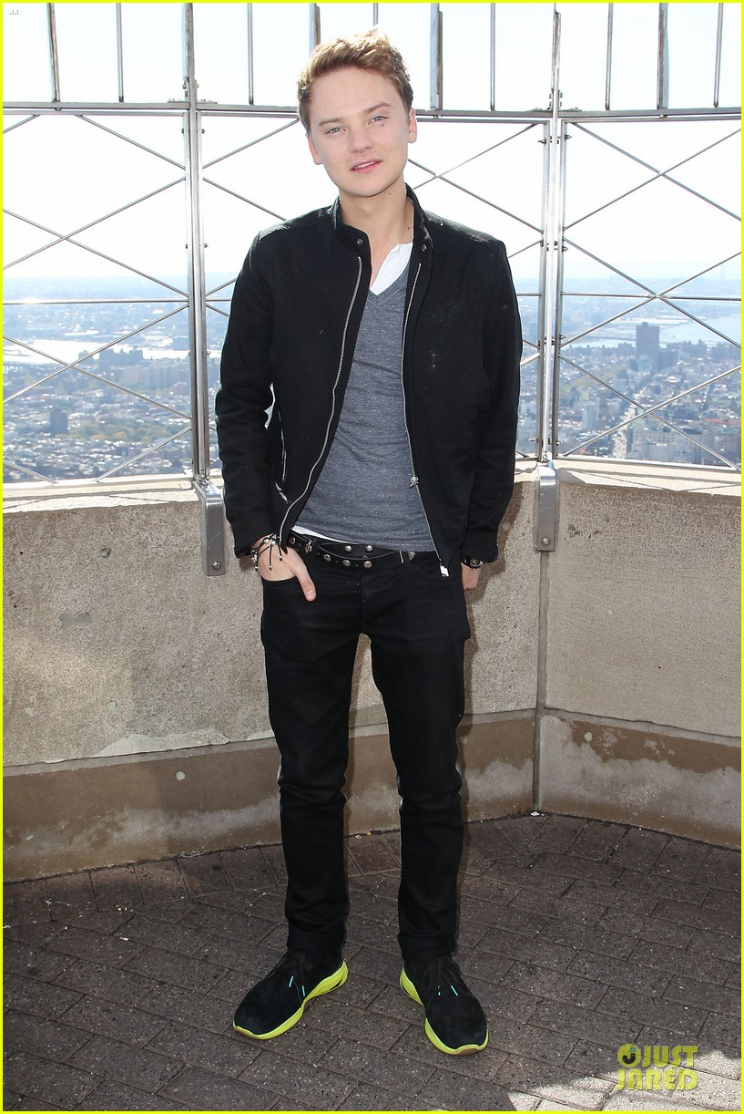 conor maynard tops empire state building 01