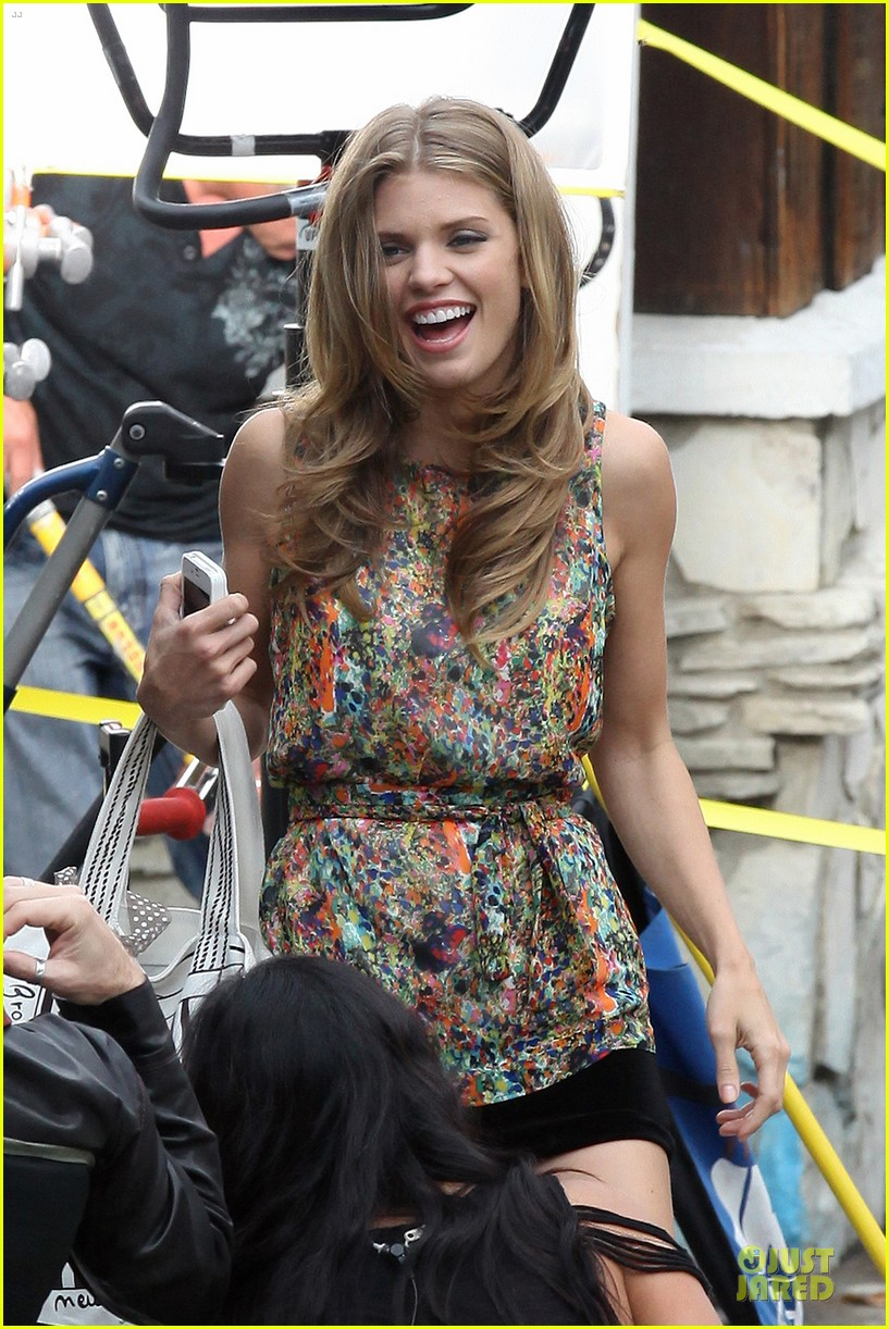 annalynne mccord camera phone fun on 90210 set 042737807