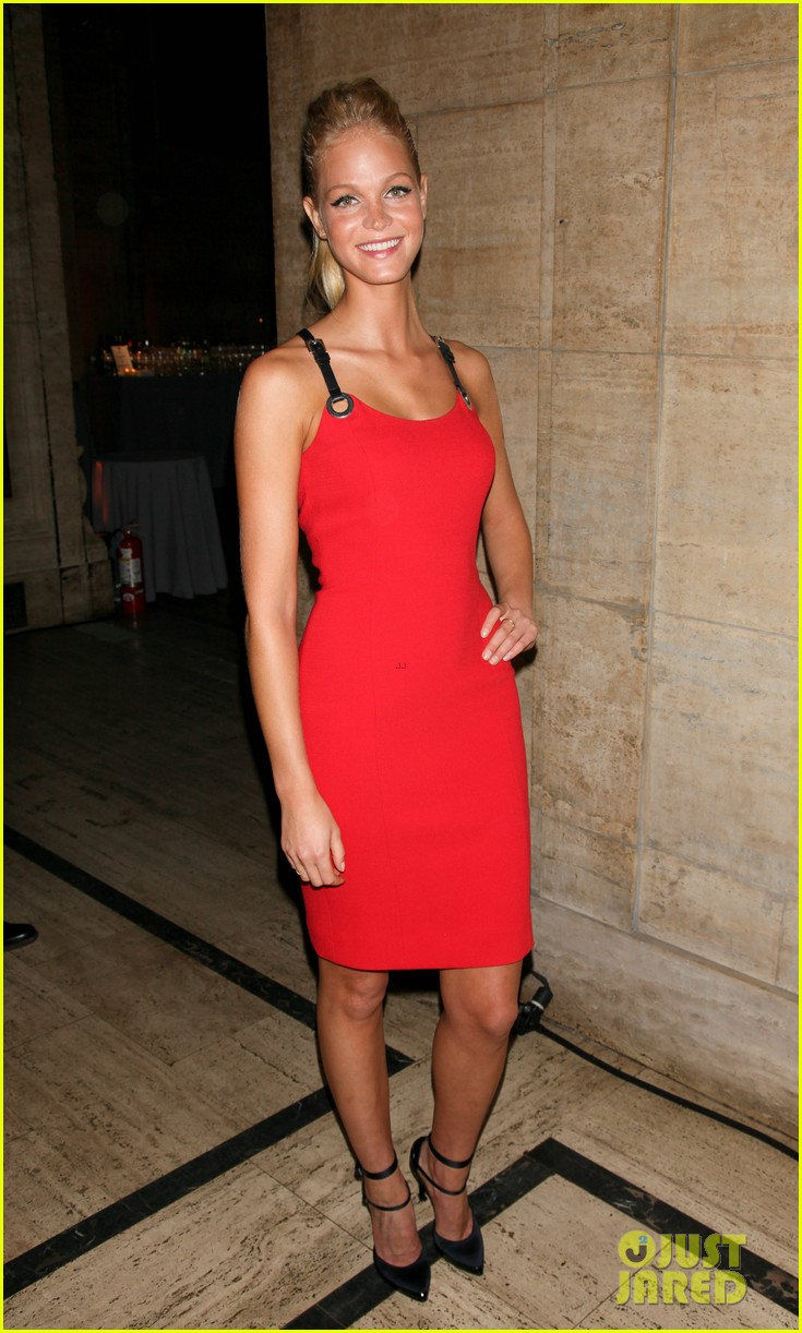 olivia munn erin heatherton gods love we deliver gala 03