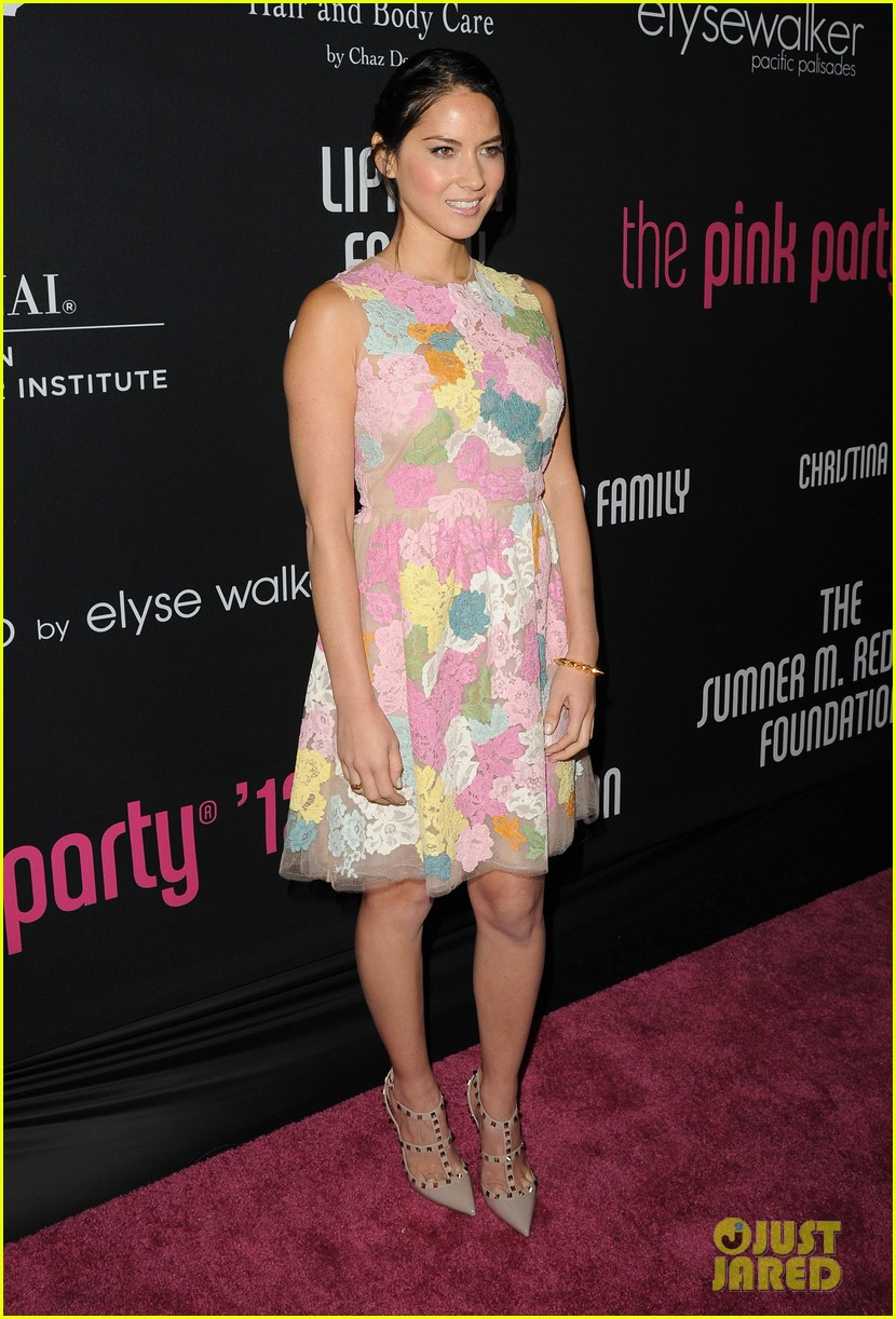 olivia munn michelle pfeiffer pink party benefit 01