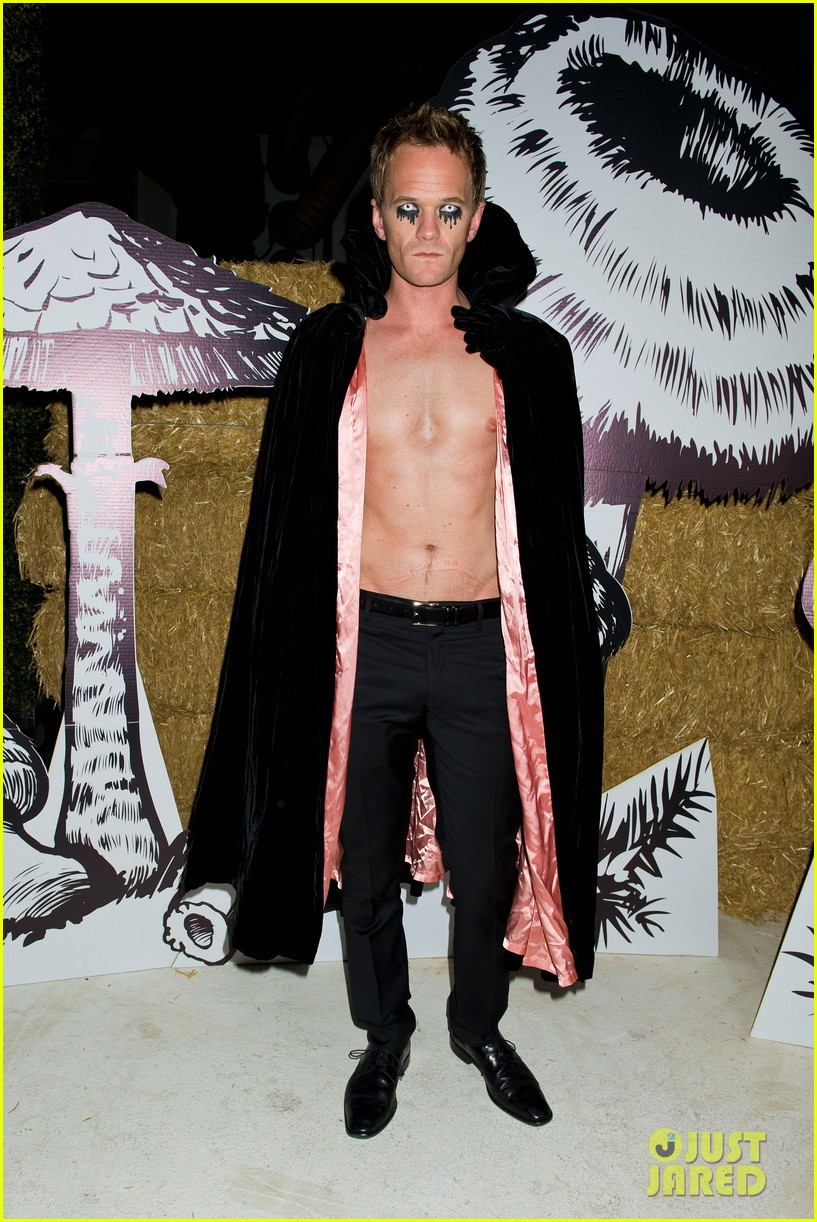 neil patrick harris shirtless just jared halloween party 06