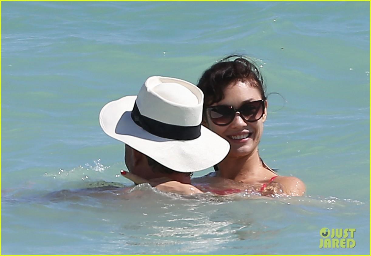 olga kuryalenko bikini beach babe with danny huston 02