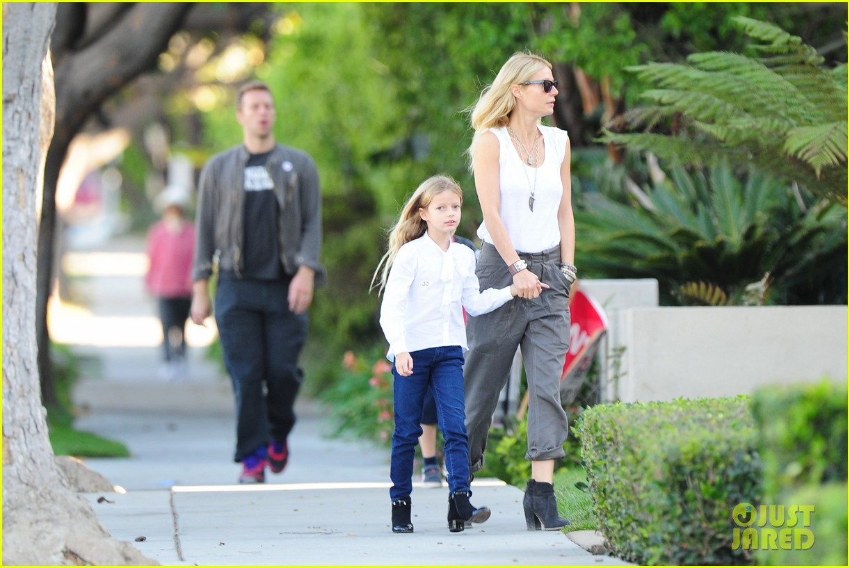 gwyneth paltrow chris martin family walk to school 03