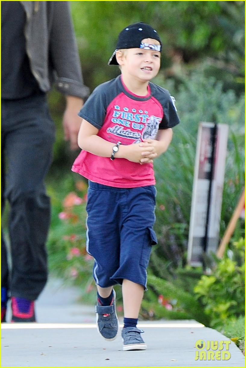 gwyneth paltrow chris martin family walk to school 092745645