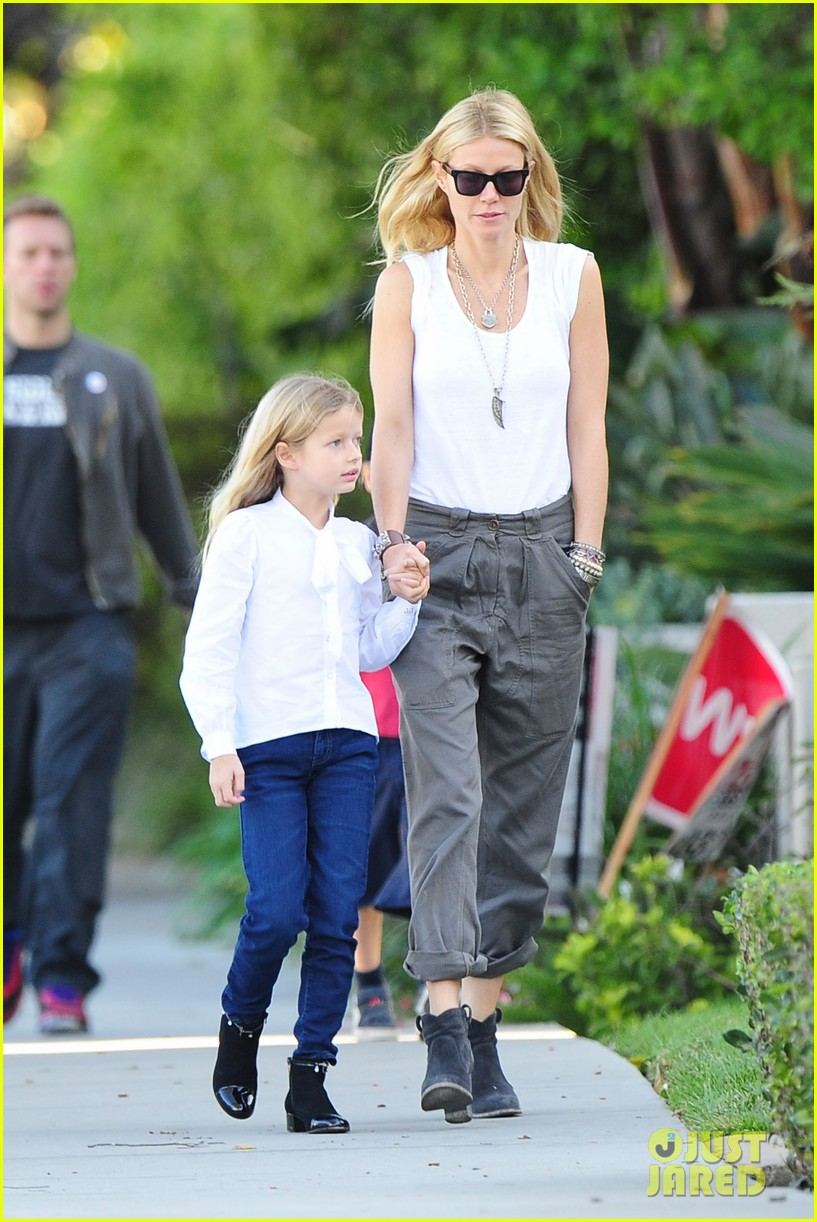 gwyneth paltrow chris martin family walk to school 112745647