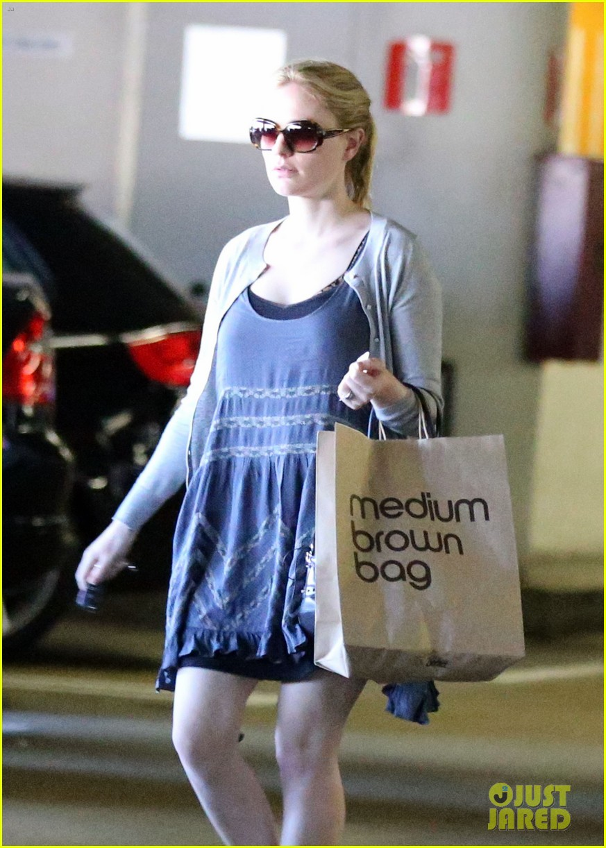 anna paquin visits her twins at cedars sinai hospital 112731869