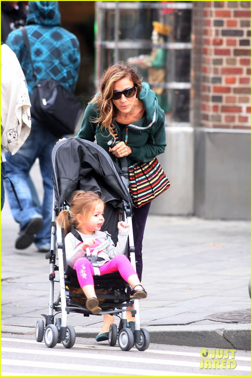 sarah jessica parker school stroll with the twins 03