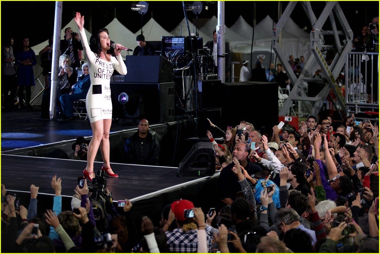katy perry voting ballot dress at obama rally 10
