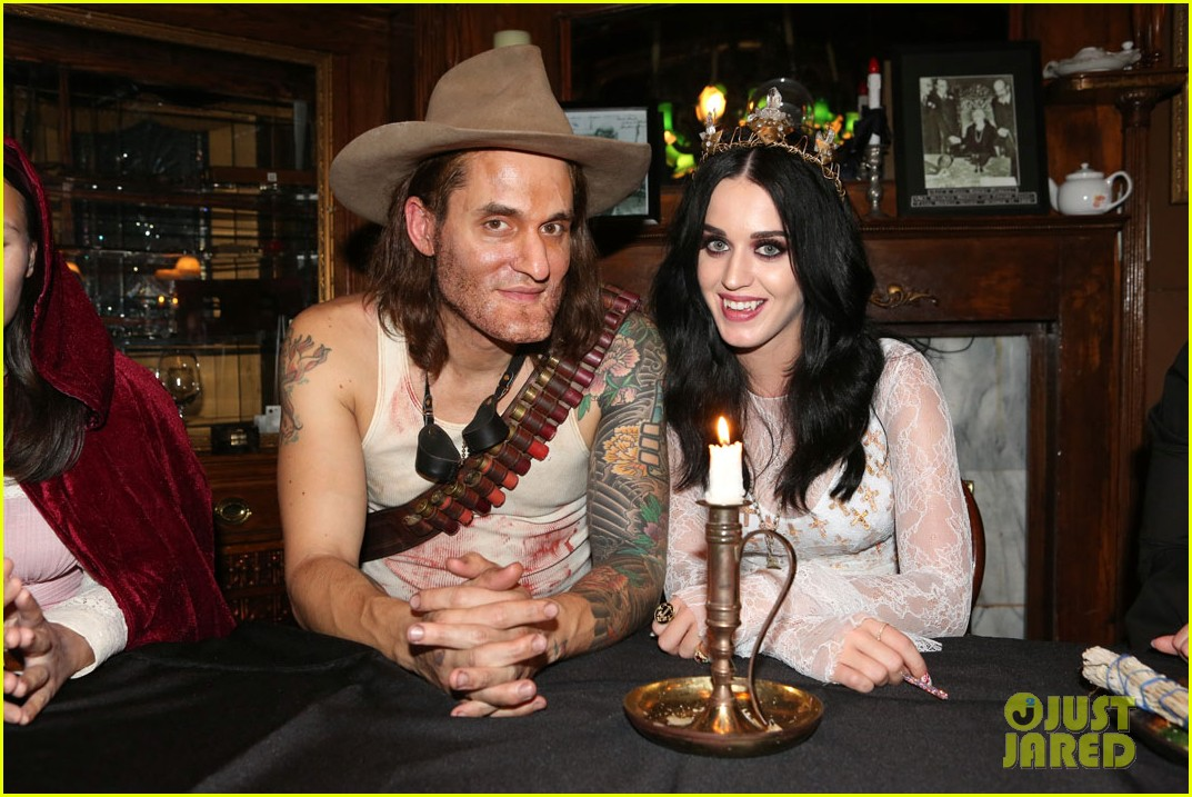 katy perry vampire birthday bash with john mayer 03