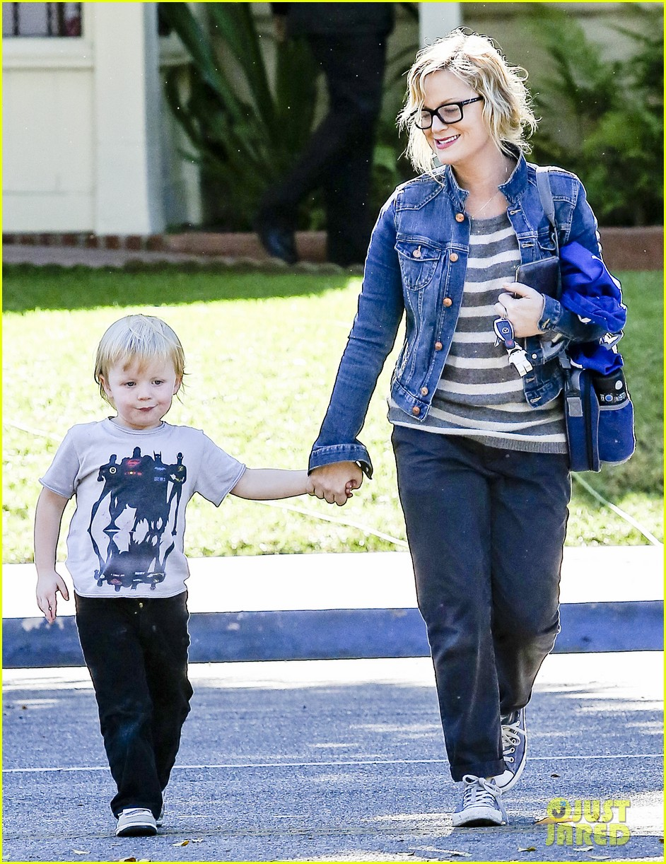 amy poehler shopping with archie 02