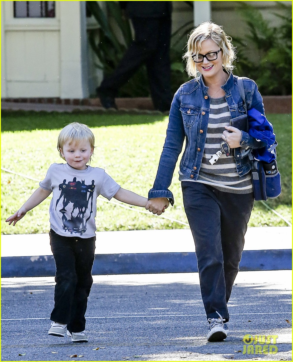 amy poehler shopping with archie 092744884