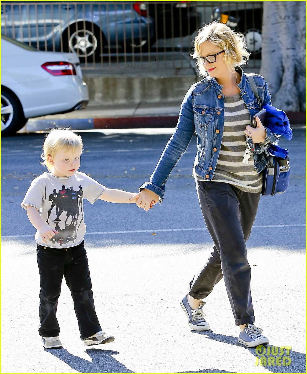 amy poehler shopping with archie 10