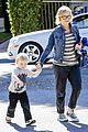 amy poehler shopping with archie 03