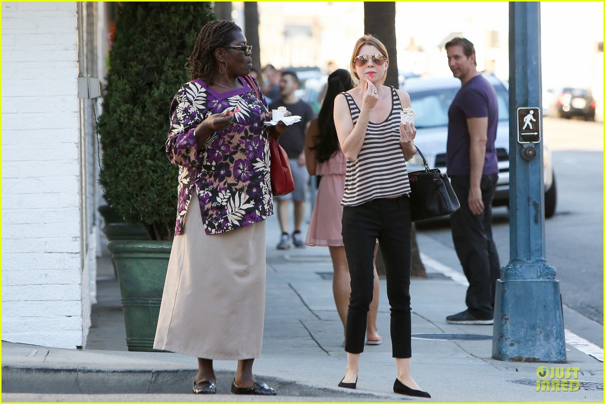 ellen pompeo ice cream sunday with mother in law 10