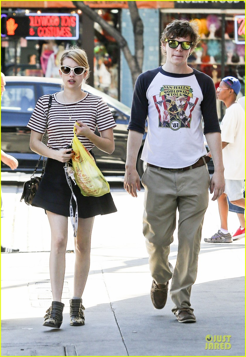 emma roberts evan peters halloween costume shopping 132746052