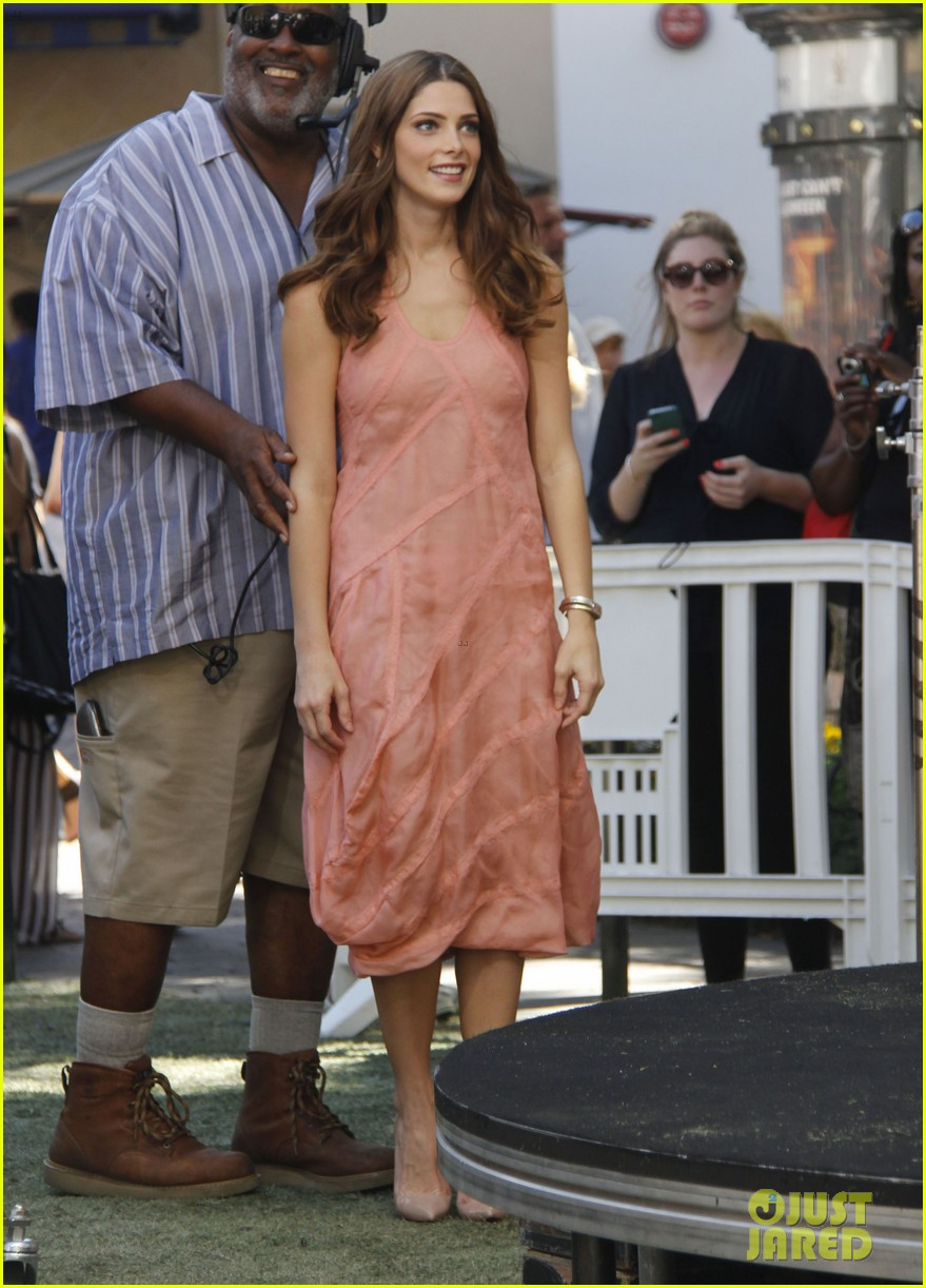 nikki reed ashley greene extra extra 032732777