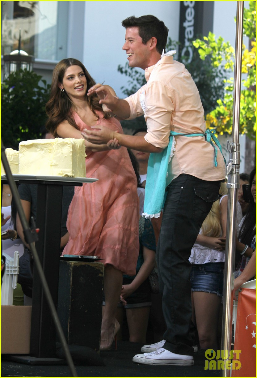 nikki reed ashley greene extra extra 05