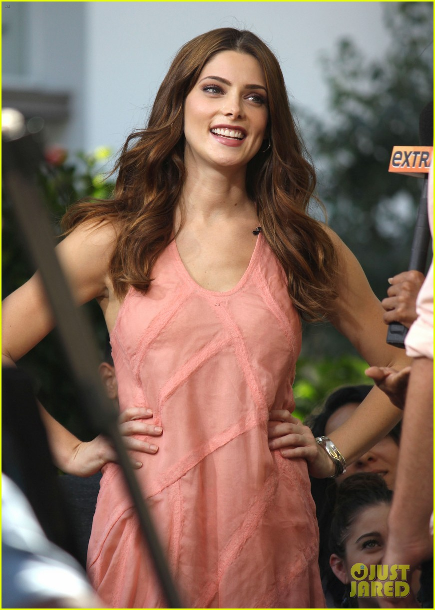 nikki reed ashley greene extra extra 092732783