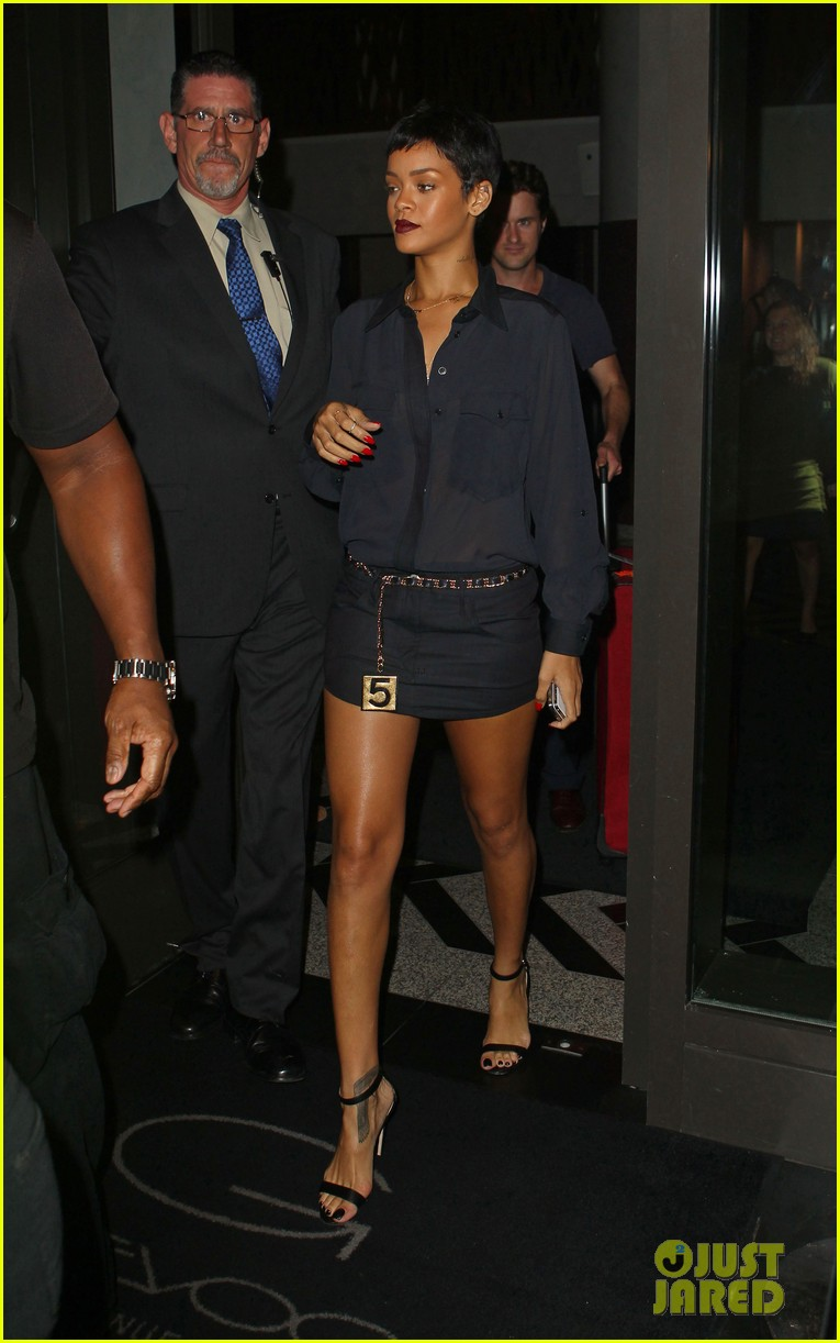 rihanna chris brown gansevoort hotel departure 08