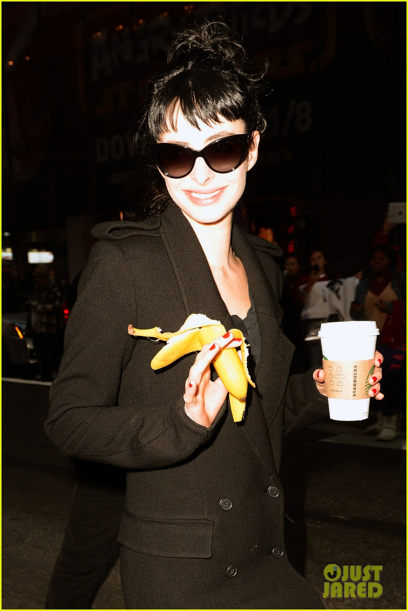 krysten ritter dont trust the b in aparrtment 23 premiere 34