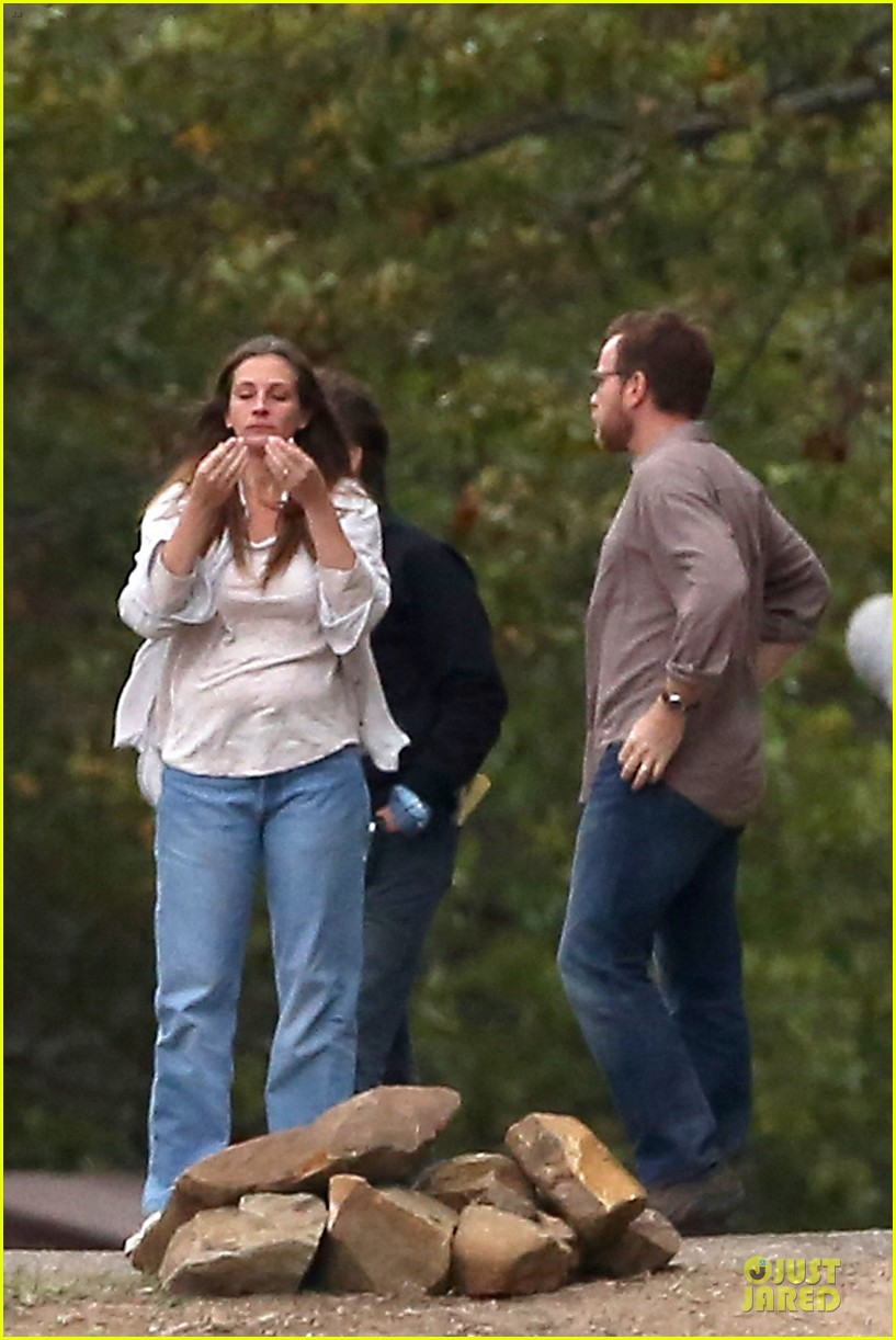 julia roberts august osage set with ewan mcgregor 02