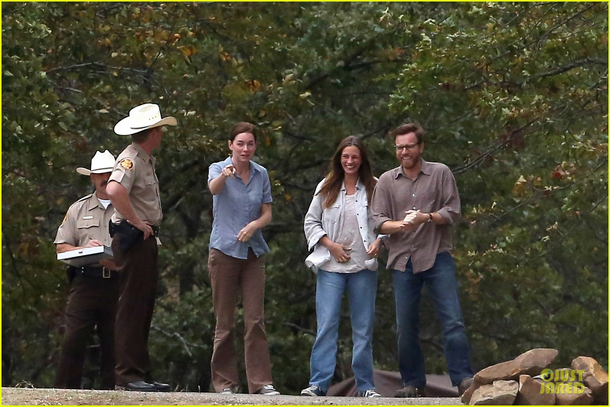 julia roberts august osage set with ewan mcgregor 26