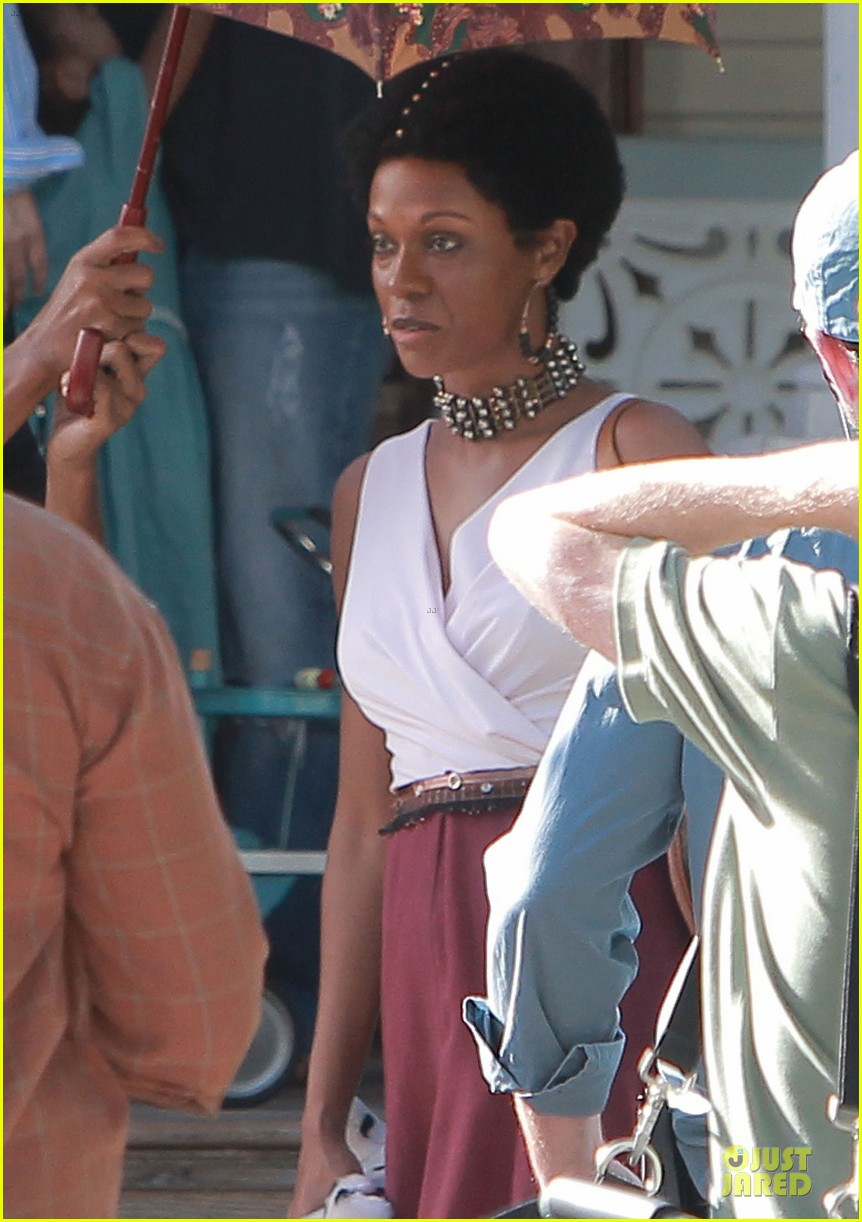 zoe saldana nina set with a dalmation 102746251