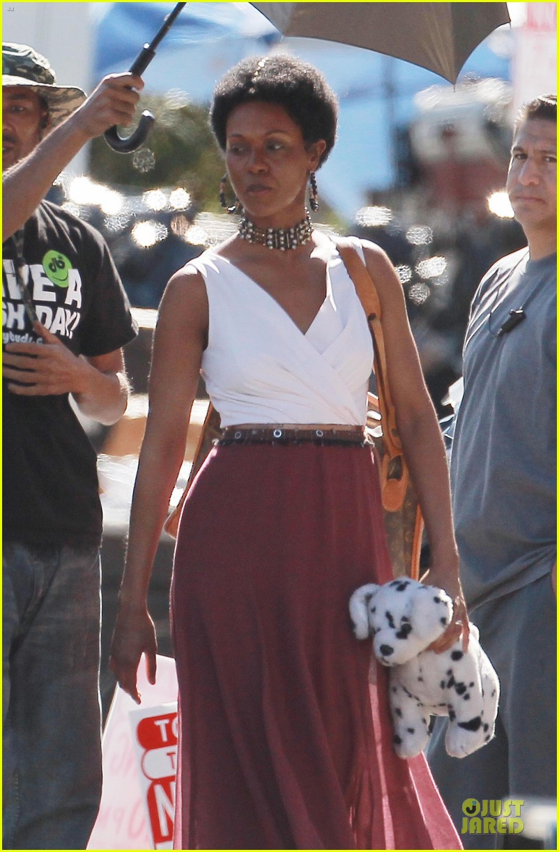zoe saldana nina set with a dalmation 152746256