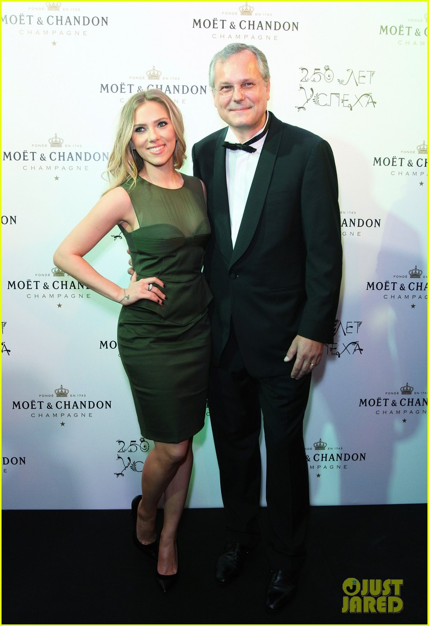 scarlett johansson moet chandon anniversary party 01