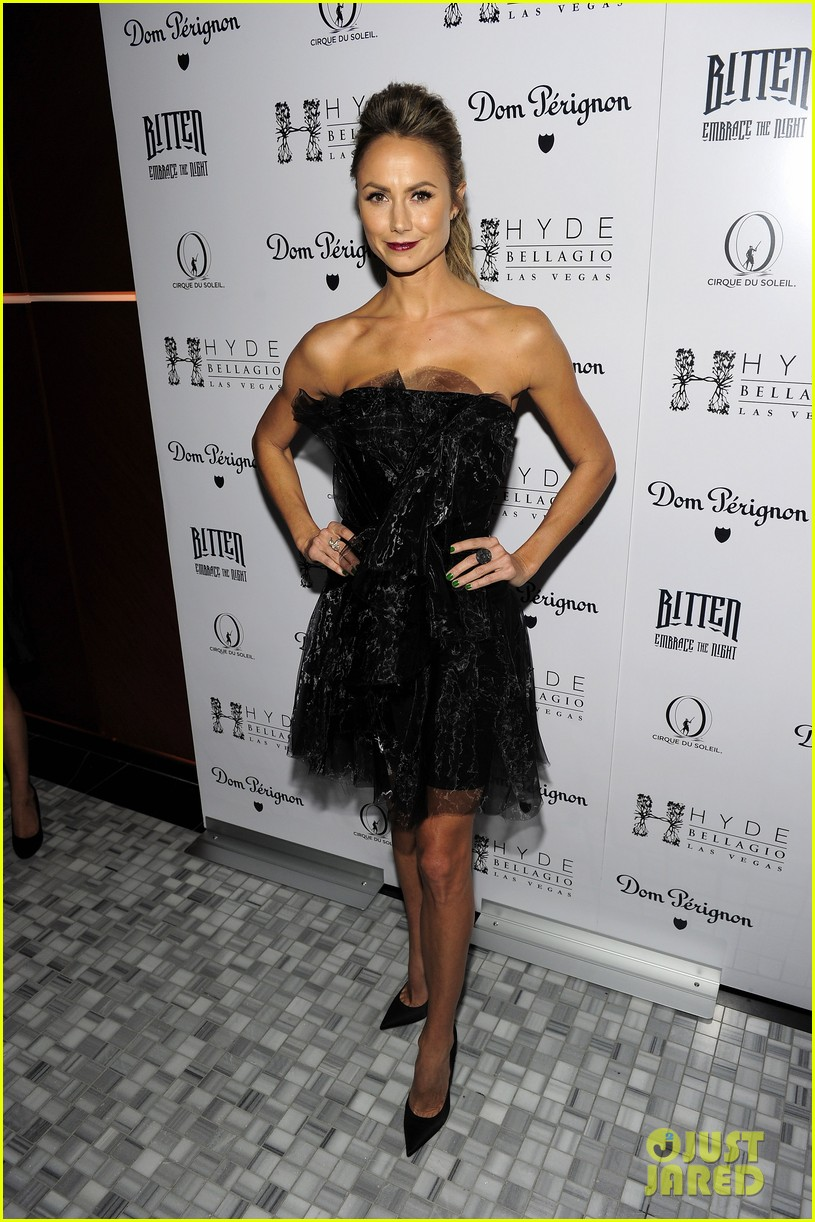 stacy keibler halloween masquerade host 08