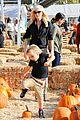 gwen stefani gavin rossdale pumpkin patch with the kids 33