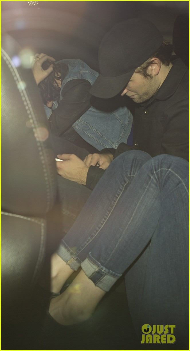 robert pattinson kristen stewart leave sayers club together 02