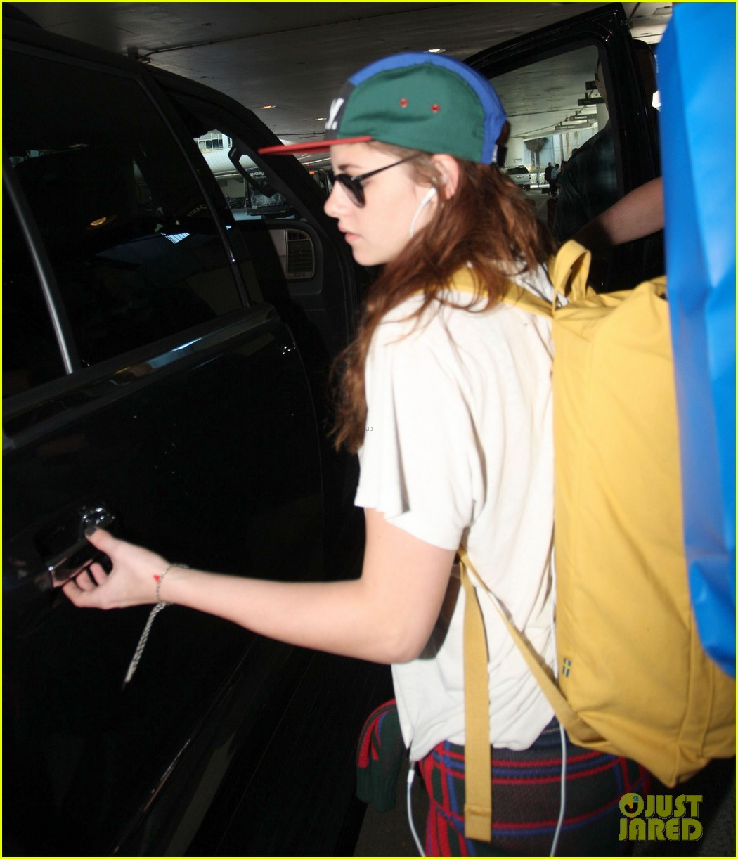 kristen stewart robert pattinson separate lax landings 022745109