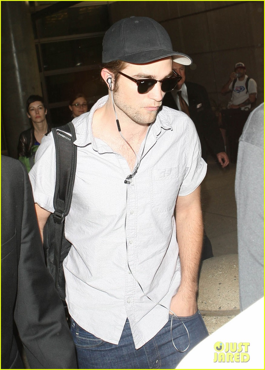 kristen stewart robert pattinson separate lax landings 102745117