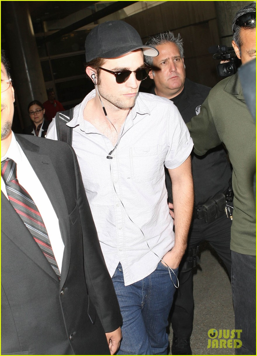 kristen stewart robert pattinson separate lax landings 12