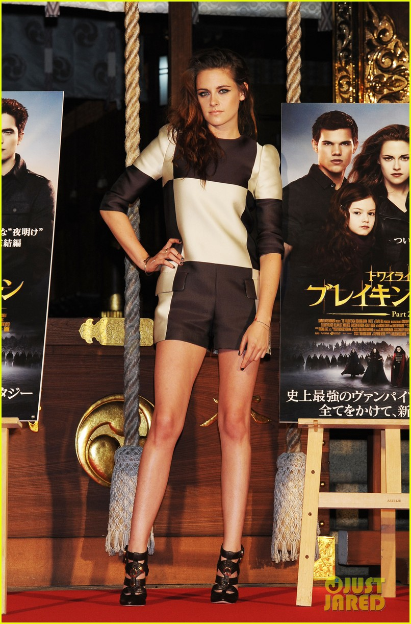 kristen stewart twilight saga breaking dawn part 2 tokyo photo call 08