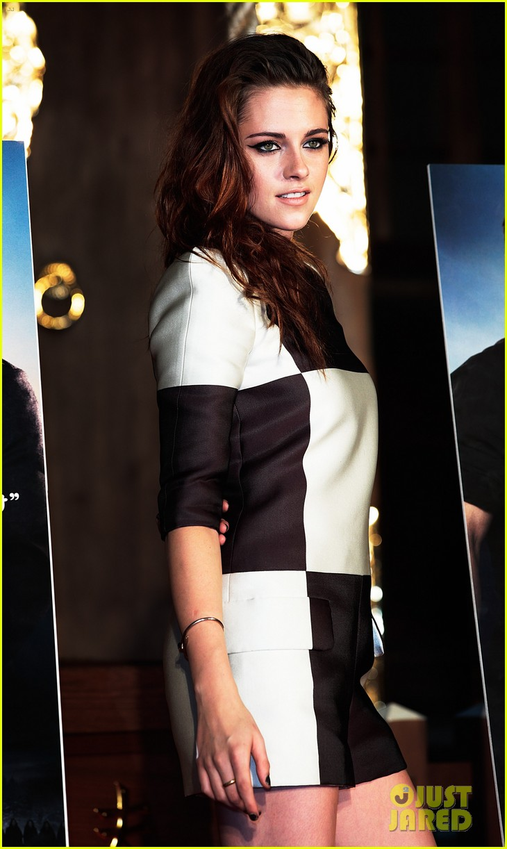 kristen stewart twilight saga breaking dawn part 2 tokyo photo call 09