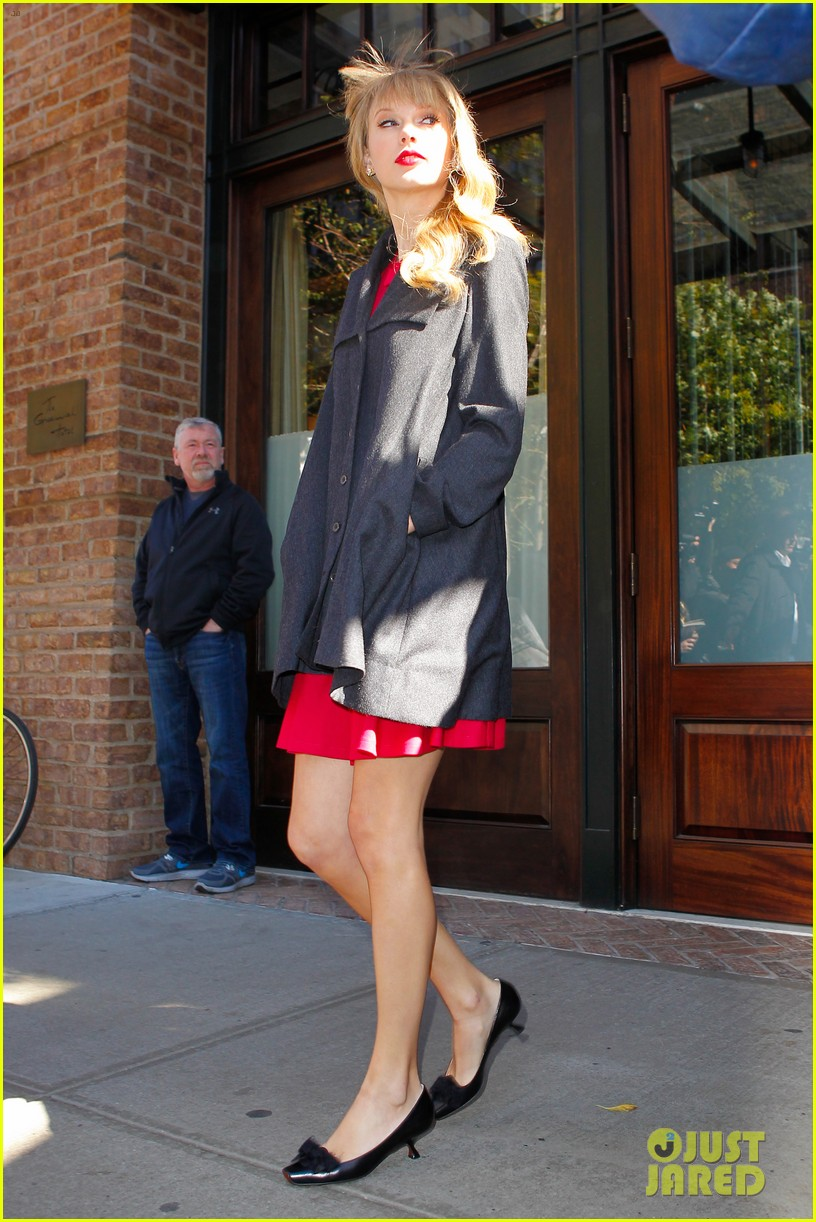 taylor swift red promotion in new york city 092742683