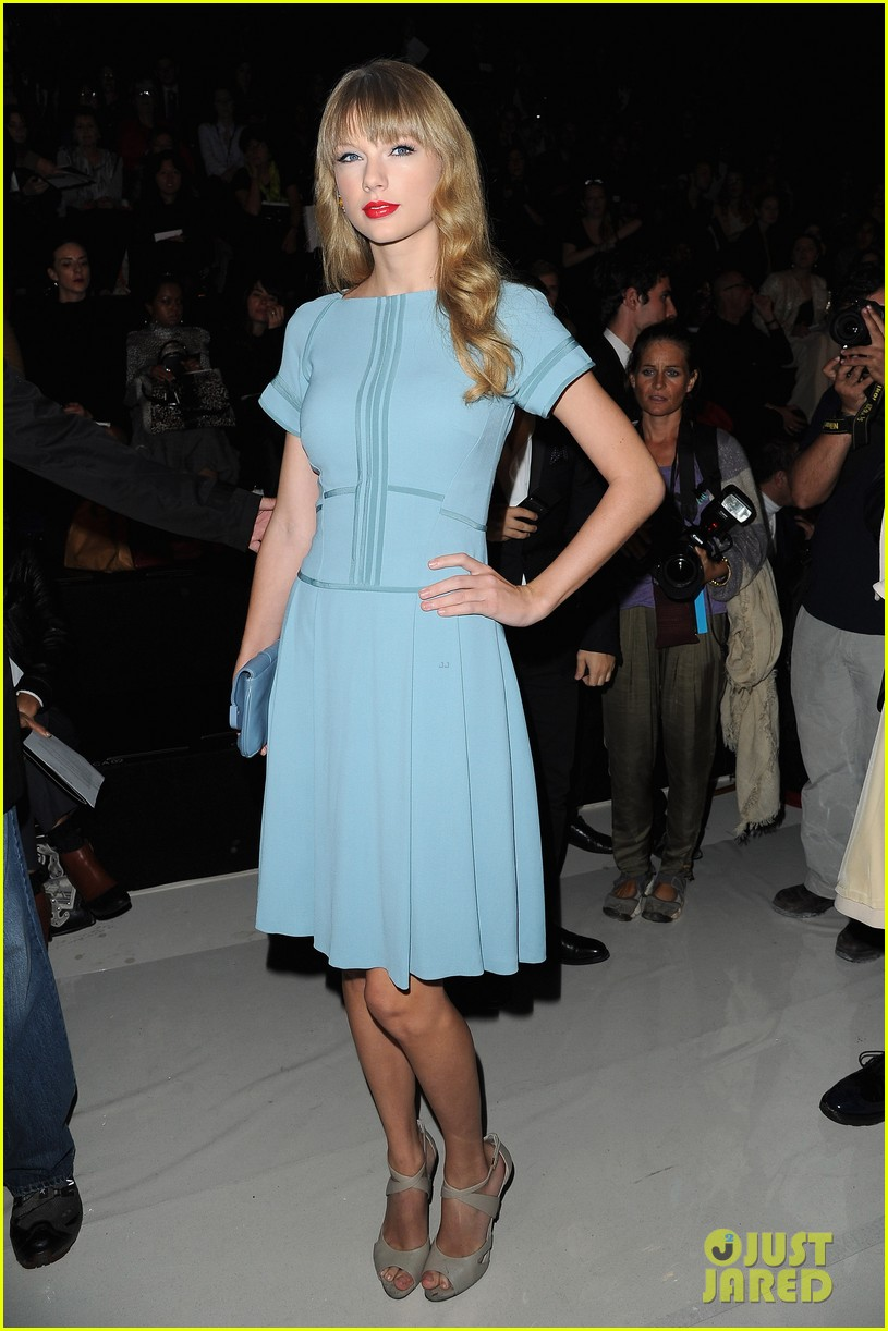 taylor swift elie saab fashion show 05