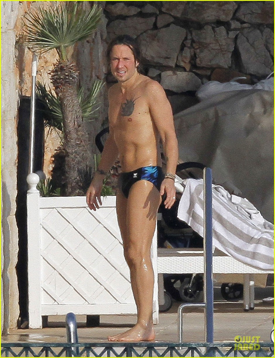 keith urban sexy speedo in france 02